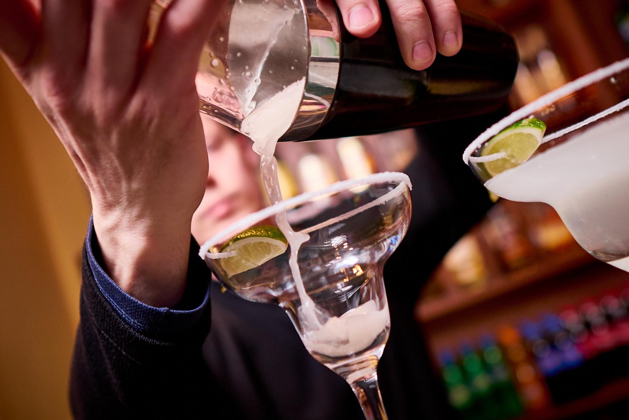 The bartender pour cocktails